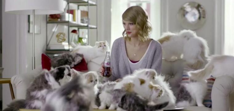 Taylor Swift y su gata a dúo en un divertido comercial