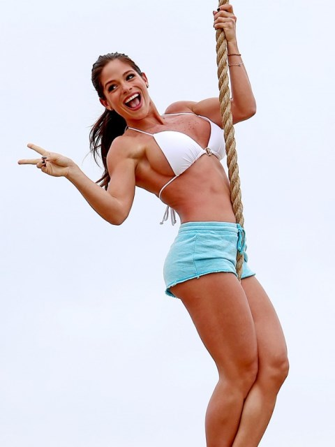 Michelle-Lewin-Wears-A-Bikini-Top-To-Work-Out-On-The-Playground-At-Venice-Beach-03-675x900