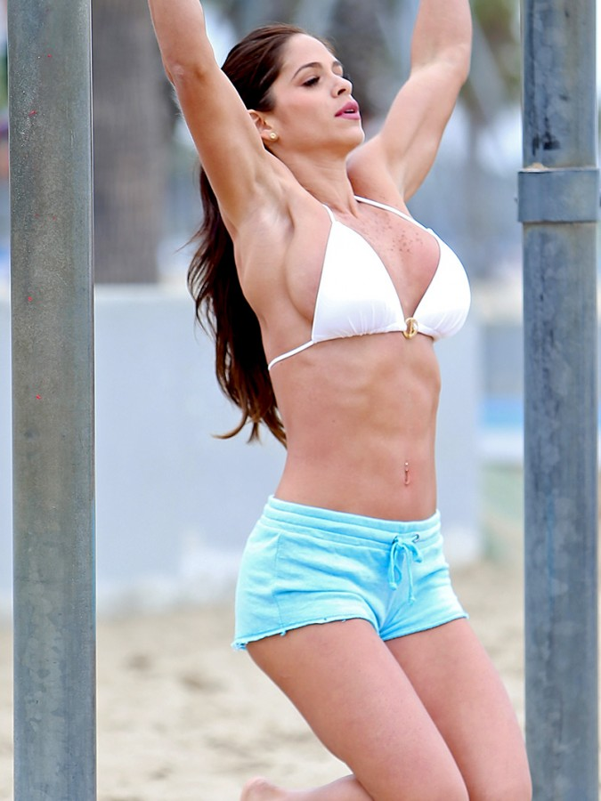 Michelle-Lewin-Wears-A-Bikini-Top-To-Work-Out-On-The-Playground-At-Venice-Beach-04-675x900