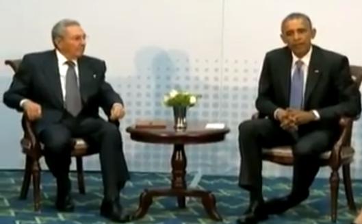 Obama y Castro sentados