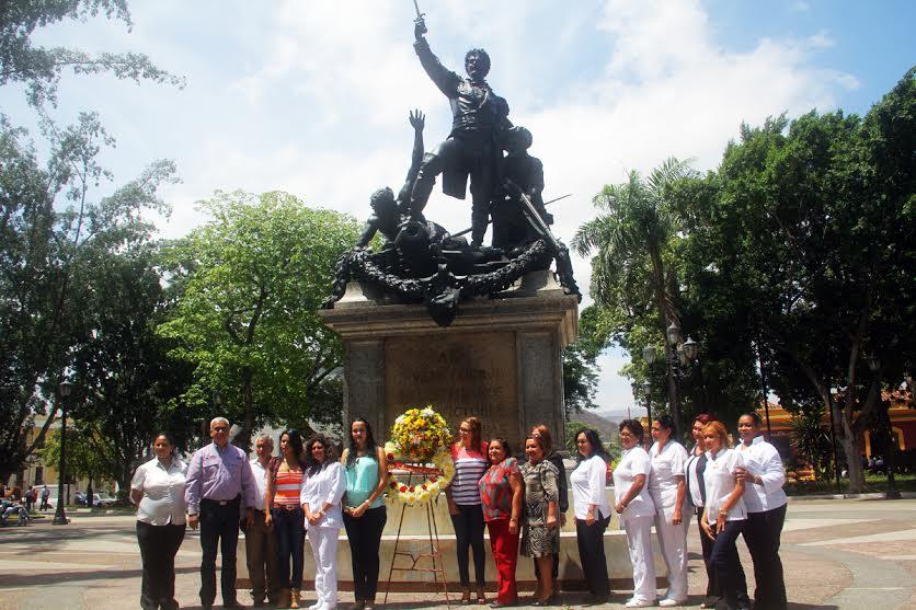 Ofrenda floral ante el General en Jefe  José Félix Ribas