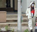 Hombre vestido de panda amenaza con bomba en estación de TV