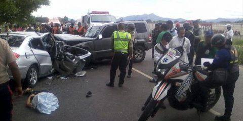 Mueren 4 adultos y un niño en accidente de tránsito