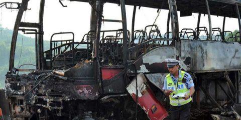 35 muertos por incendio de autobús en China