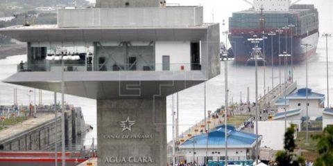 Buque chino inicia tránsito en la reinauguración del Canal de Panamá