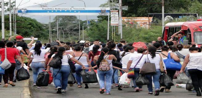 Venezuela reabre su frontera con Colombia