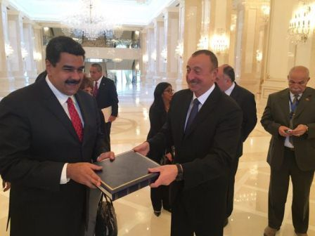 Maduro se reunió con Artur Rasizade