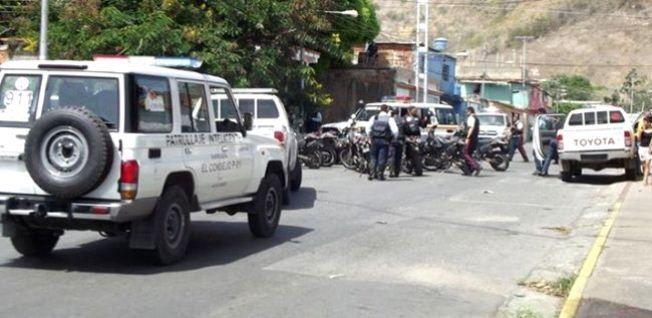 Matan a tres Poliaragua tras emboscada en La Victoria