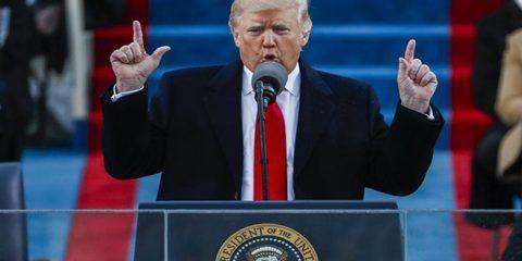 """Trump dice que hoy se transfiere el poder """"de Washington al pueblo"""""""