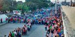 """Cientos de venezolanos tramitan """"carnet de la patria"""""""