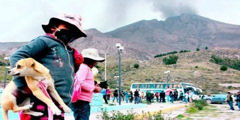 Perú declara en emergencia 17 municipios por actividad del volcán Sabancaya