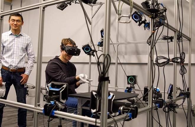 Zuckerberg no ha dado detalles técnicos de qué podrán hacer los guantes
