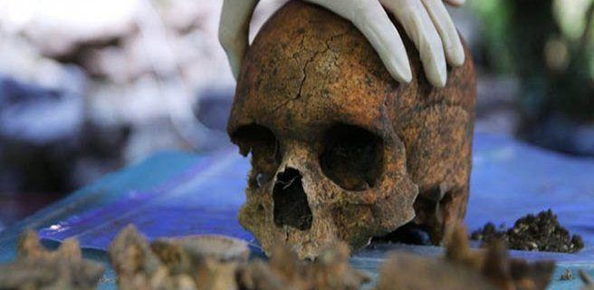 Hallan 47 cráneos en fosa mexicana
