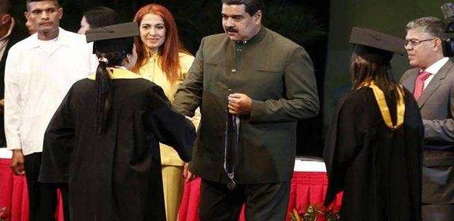 Maduro aumentó 50% el salario de médicos
