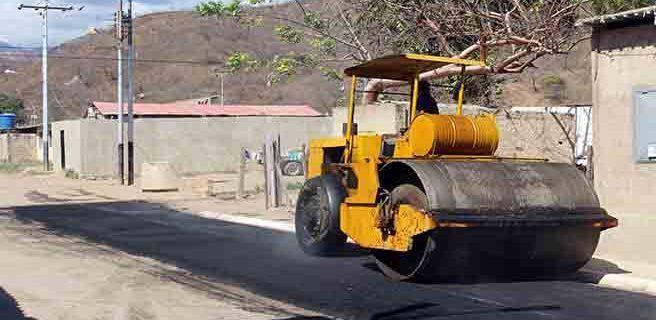 Realizan asfaltado en Mariño