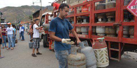 Cayapa distribuyó más de mil cilindros de gas comunal en Ribas