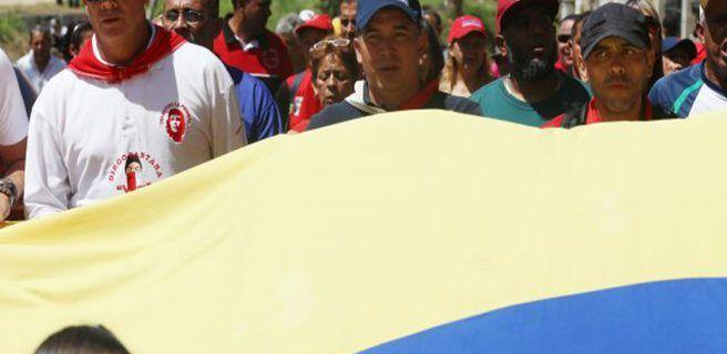 Oficialistas marchan al Cuartel 4F para rendir honores a  Chávez