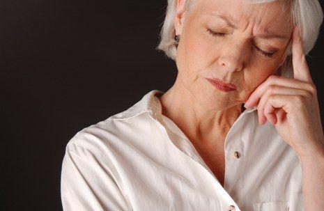 Durante la menopausia, los ovarios de una mujer dejan de producir óvulos.
