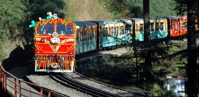 Un granjero indio recibe un tren como indemnización