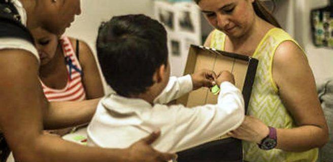 Con uso de lentes, investigan conducta de niños con autismo