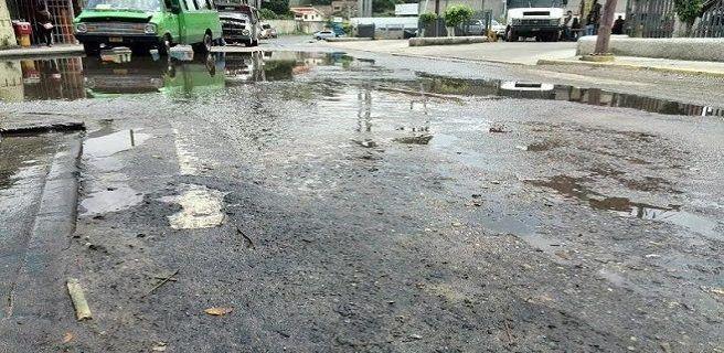 Piden arreglo vial para la calle Páez