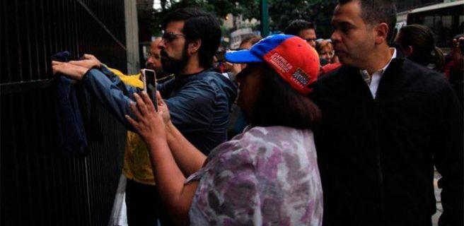 Diputados protestan ante el Ministerio de Interior por represión