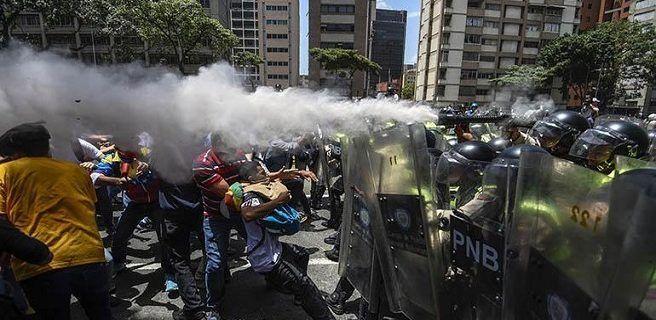 Disuelven marcha opositora y reportan un herido