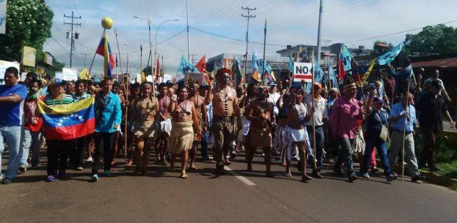 Video: Shamanes marcharon con maracas
