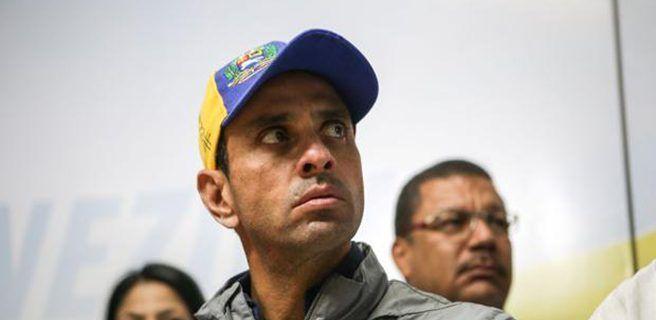 Capriles denuncia que retienen su pasaporte en el aeropuerto de Maiquetía