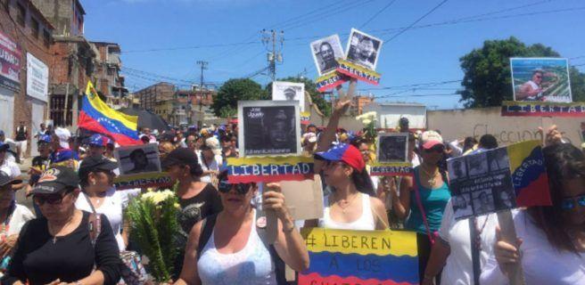 Opositores viajan en caravanas como protesta contra el Gobierno