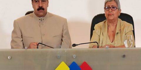 Nicolás Maduro firmó propuesta para elegir la ANC