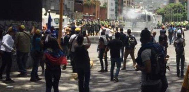 PNB detiene movilización opositora con gases lacrimógenos