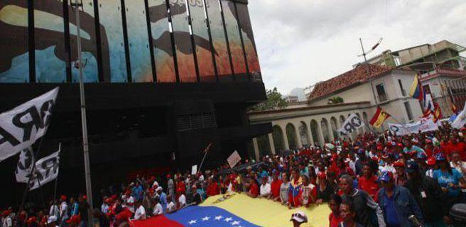 Oficialistas marchan en apoyo a la ANC