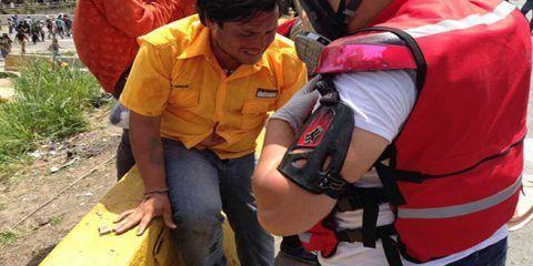 Diputado Paparoni es herido en la cabeza durante una marcha en Caracas
