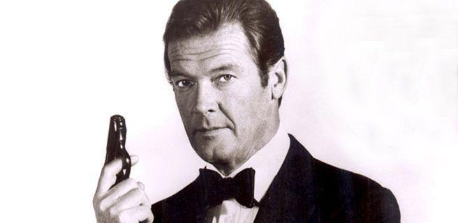 Murió Roger Moore, quien interpretó a James Bond en siete ocasiones