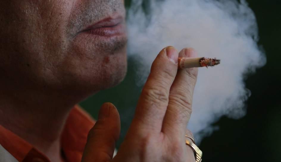 El fumar en vehículos privados puede ser sancionado