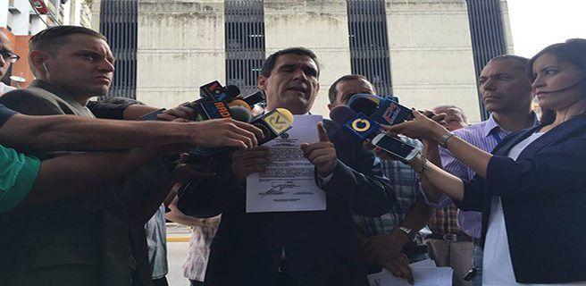 Diputado Matheus denuncia al contralor y al defensor en Fiscalía