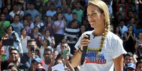 Periodistas españoles premian a Lilian Tintori