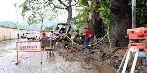Reparan colector principal de aguas servidas en zona agraria de Mariño