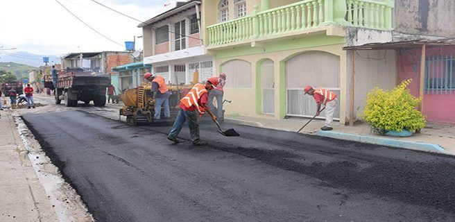 Asfaltan Calles de comunidad Villeguitas en municipio Santiago Mariño