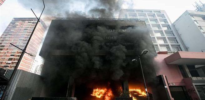 Incendian oficina del poder judicial y del bbva el for Bbva oficina central