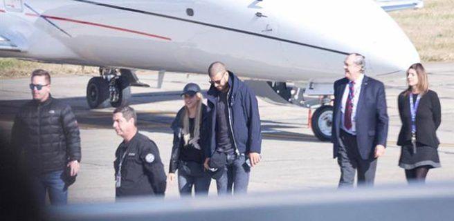 Shakira y Piqué llegan a Rosario para celebrar la boda Messi-Roccuzzo