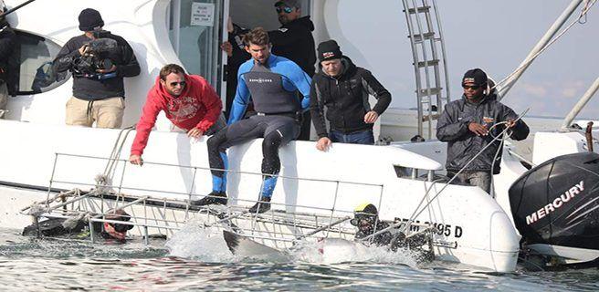 Michael Phelps nada contra un tiburón blanco