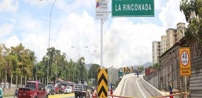 Inauguran elevado Valle-Coche en la avenida Intercomunal