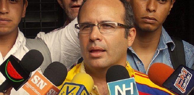 Diputado Jorge Millán indica que le anularon su pasaporte
