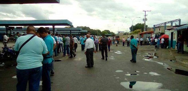 Maracay amanece sin servicio de transporte