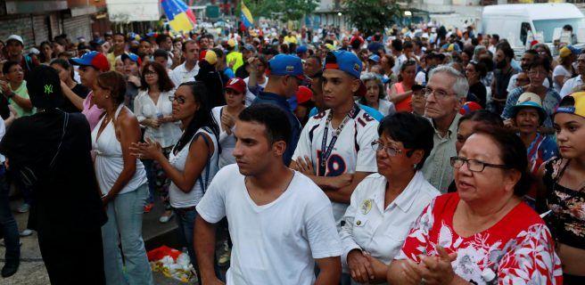 Oposición espera mostrar contundente rechazo a Maduro tras plebiscito