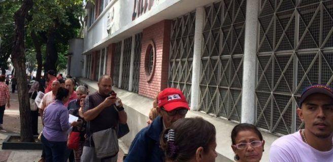 EFE aclara que rectificó error en fotos de consultas en Venezuela