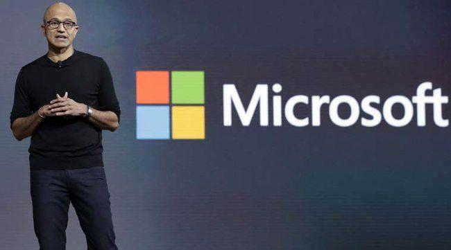Satya Nadella, CEO de Microsoft, trata de reajustar la empresa