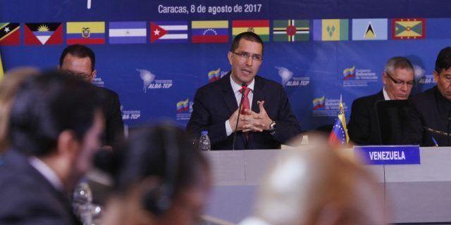 Arreaza sostiene encuentro con diplomáticos del continente